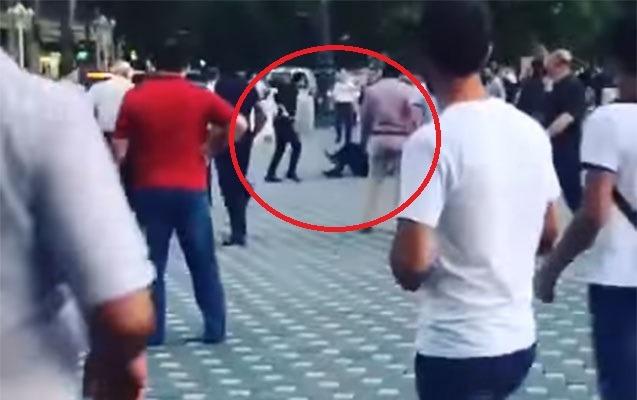 Gəncədə polislərdən birinin öldürülmə anı