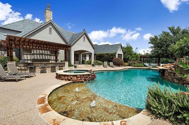 Evini 2.7 milyon dollara satan məşhur kimdir?