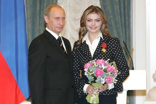 Vladimir Putinlə gimnast Alina Kabayeva ile ilgili görsel sonucu