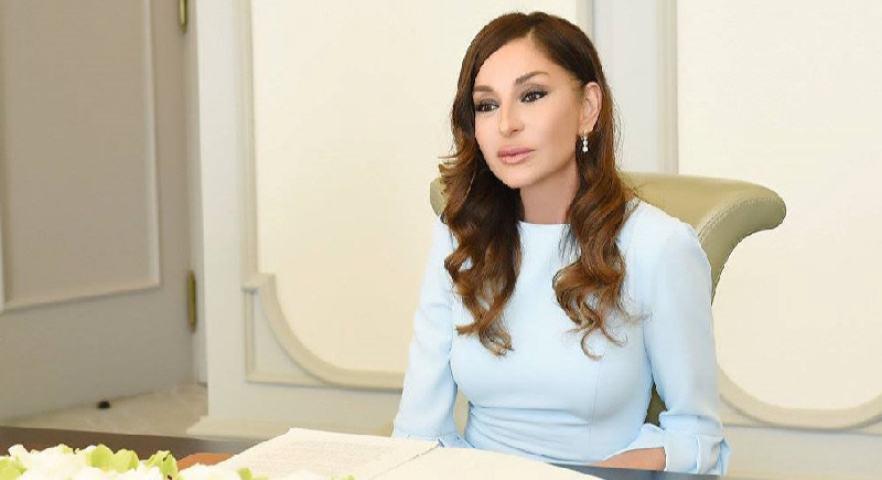 Mehriban Əliyeva Fransanın birinci xanımı Makronla görüşdü