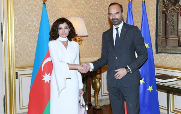 Mehriban Əliyeva Fransanın baş naziri ilə görüşdü
