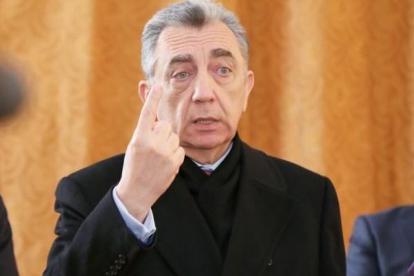 Eldar Əzizov kitab yarmarkalarına qadağa qoydu