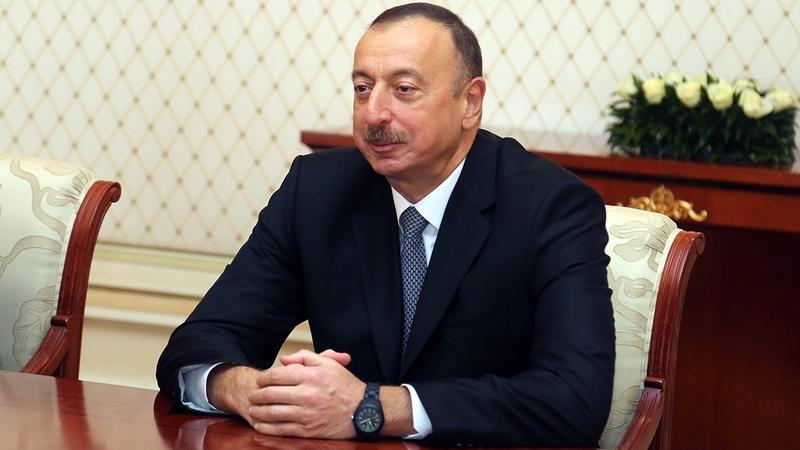 Əliyev Ukraynanın yeni liderini təbrik etdi