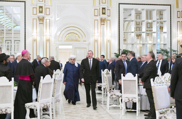 Prezident İlham Əliyev müqəddəs Ramazan ayı münasibətilə iftar mərasimində iştirak edib – FOTO