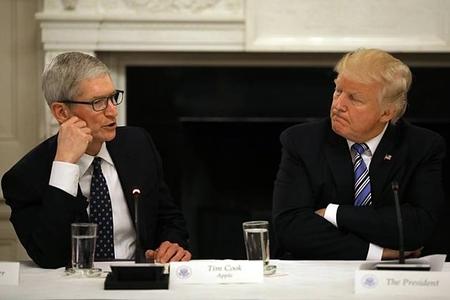 """""""Apple"""" CEO-su Trampla görüşdü"""