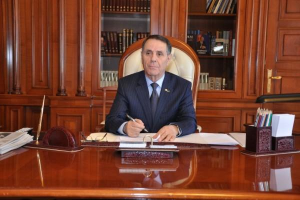 Prezident Novruz Məmmədovu vəzifəsindən azad etdi