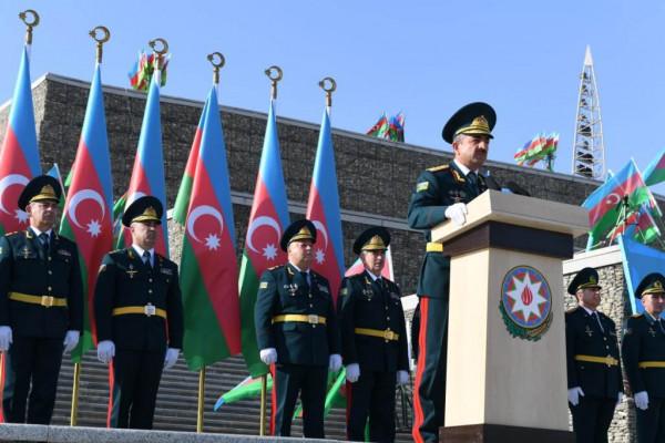 Elçin Quliyev gənc zabitlərə tapşırıqlar verdi
