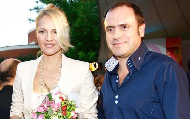 Məşhur aparıcı 12 illik biznesmen ərindən boşandı