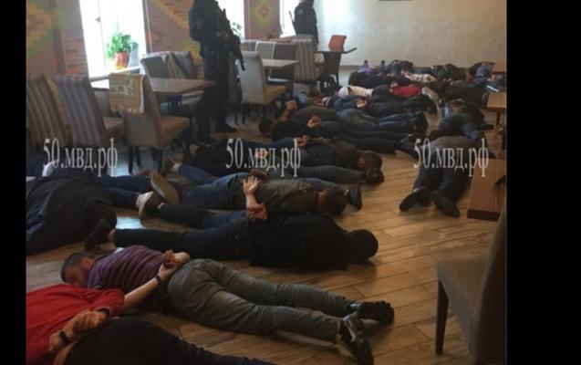 """Moskva ətrafında kafelərin birində təşkil olunan oğru """"sxodka""""sı dağıdıldı"""
