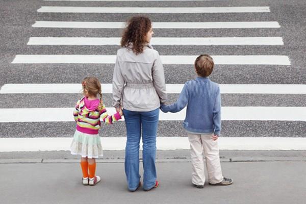 Azərbaycanda ana uşaqları ilə birlikdə evdən qaçdı