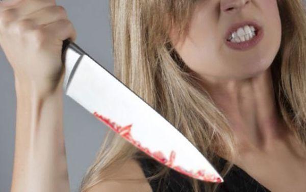 Qız dayısını bıçaqladı