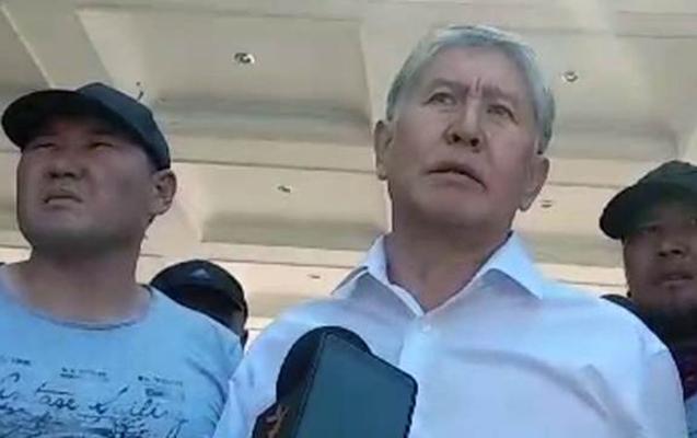 Prezidentin tərəfdarları Atambayevin aparıldığı paytaxta yola düşdü