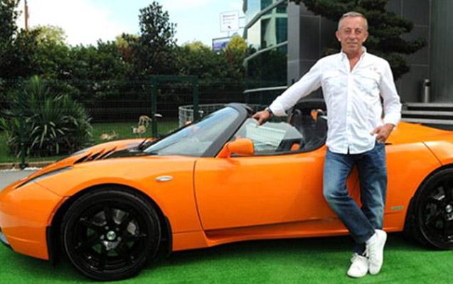 Ali Ağaoğlu avtomobillərini satışa çıxardı