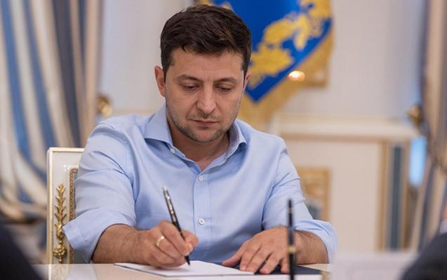 Deputatların toxunulmazlığı barədə qanun imzalandı