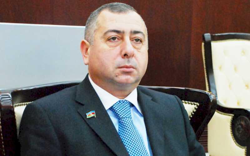 Deputat vəsiqəsini girov qoydu