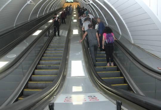 """""""Nizami"""" stansiyasında eskalatorun əsaslı təmiri başa çatıb"""