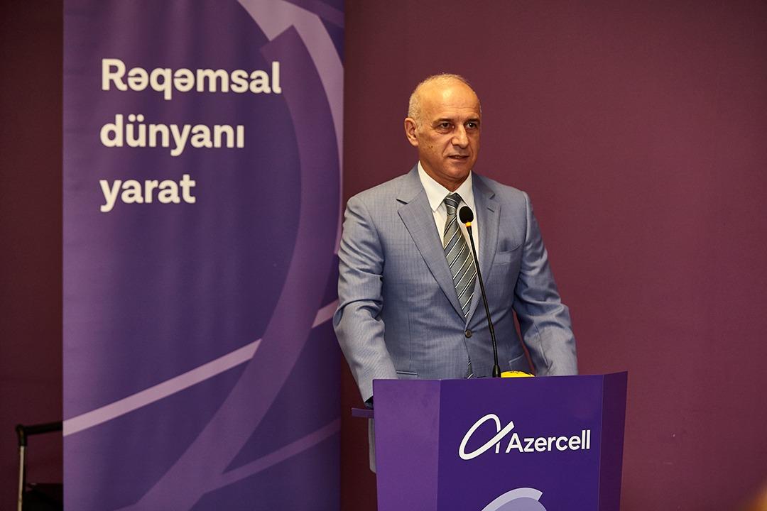 Azercell qalib jurnalistləri mükafatlandırdı