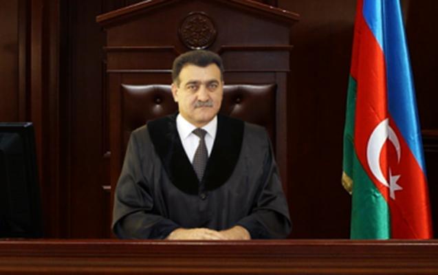 Hakim pensiyası üçün məhkəməyə üz tutdu