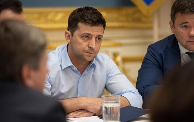 Zelenskinin Ukraynada reytinqi düşdü