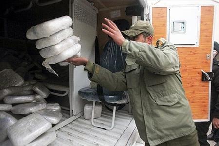 İran polisi Yəzd şəhərində 1,5 ton narkotik vasitə müsadirə edib