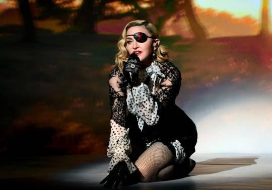 Madonnanın konserti niyə təxirə salındı?