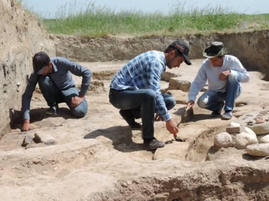 Bərdədə içərisində insan skeleti olan küp tapılıb