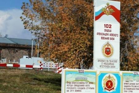 Sergey Şoyqunun Gümrüdə 102 saylı rus hərbi bazasının gücünün ile ilgili görsel sonucu