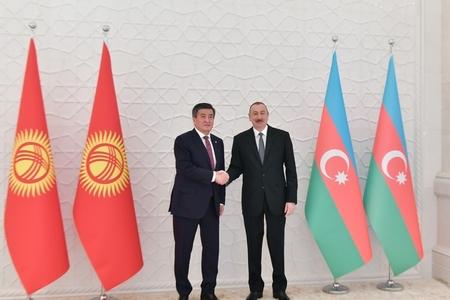 İlham Əliyev Qırğızıstanlı həmkarı ilə görüşüb
