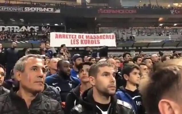 Fransa – Türkiyə oyununda biyabırçı pankart