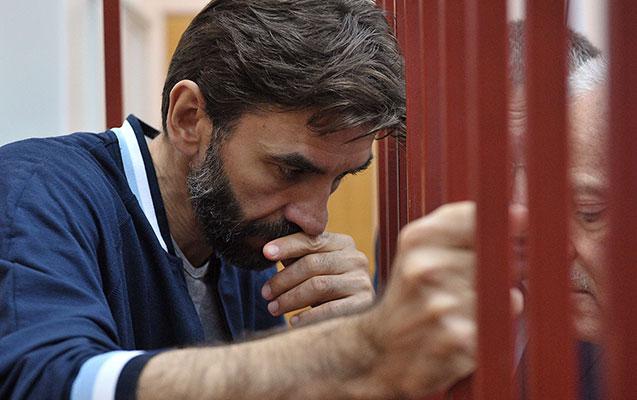 Abızovun oğlu ölkəsini tərk edib ABŞ-a köçdü