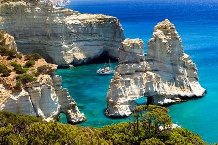 Yunanıstanın Milos adası dünyanın ən gözəl adalarının ilk onluğunda yer alıb