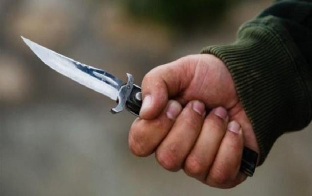 Əvvəl polislərə hücum çəkdi, daha sonra özünü bıçaqladı
