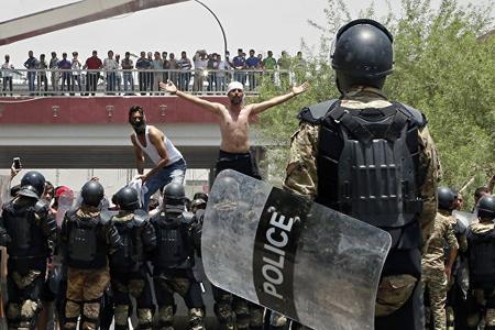 Bağdadda nümayişçilərlə polis arasında baş verən toqquşmalarda iki nəfər ölüb