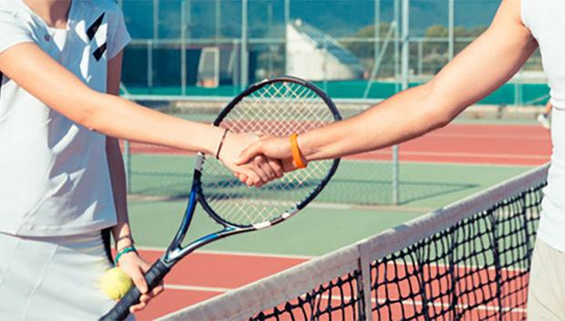 Yanlış salamlaşma tennisçilər arasında davaya səbəb oldu – VİDEO
