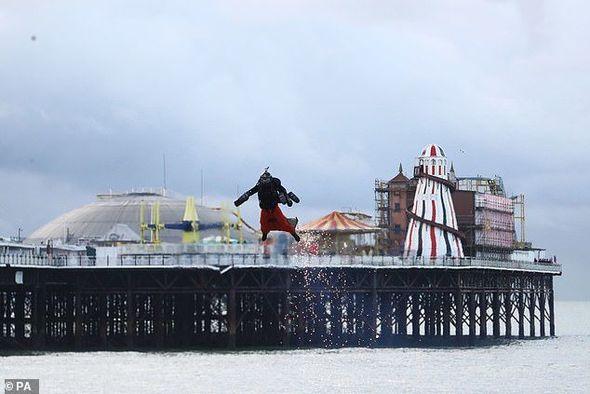 """Britaniyalı """"dəmir adam"""" öz rekordunu qırdı – VİDEO/FOTO"""