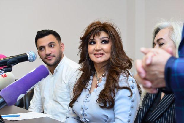 Nazpəri stomatoloqla duet oxudu – Klip VİDEOSU