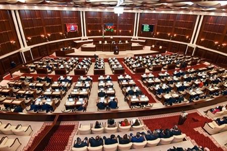 Azərbaycanda İLK: Parlamentin iclası onlayn şəkildə müzakirə edildi