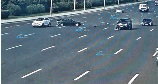 """Aeroport yolunda daha bir qəza: """"Prado"""" """"Opel""""i belə vurdu – ANBAAN VİDEO"""