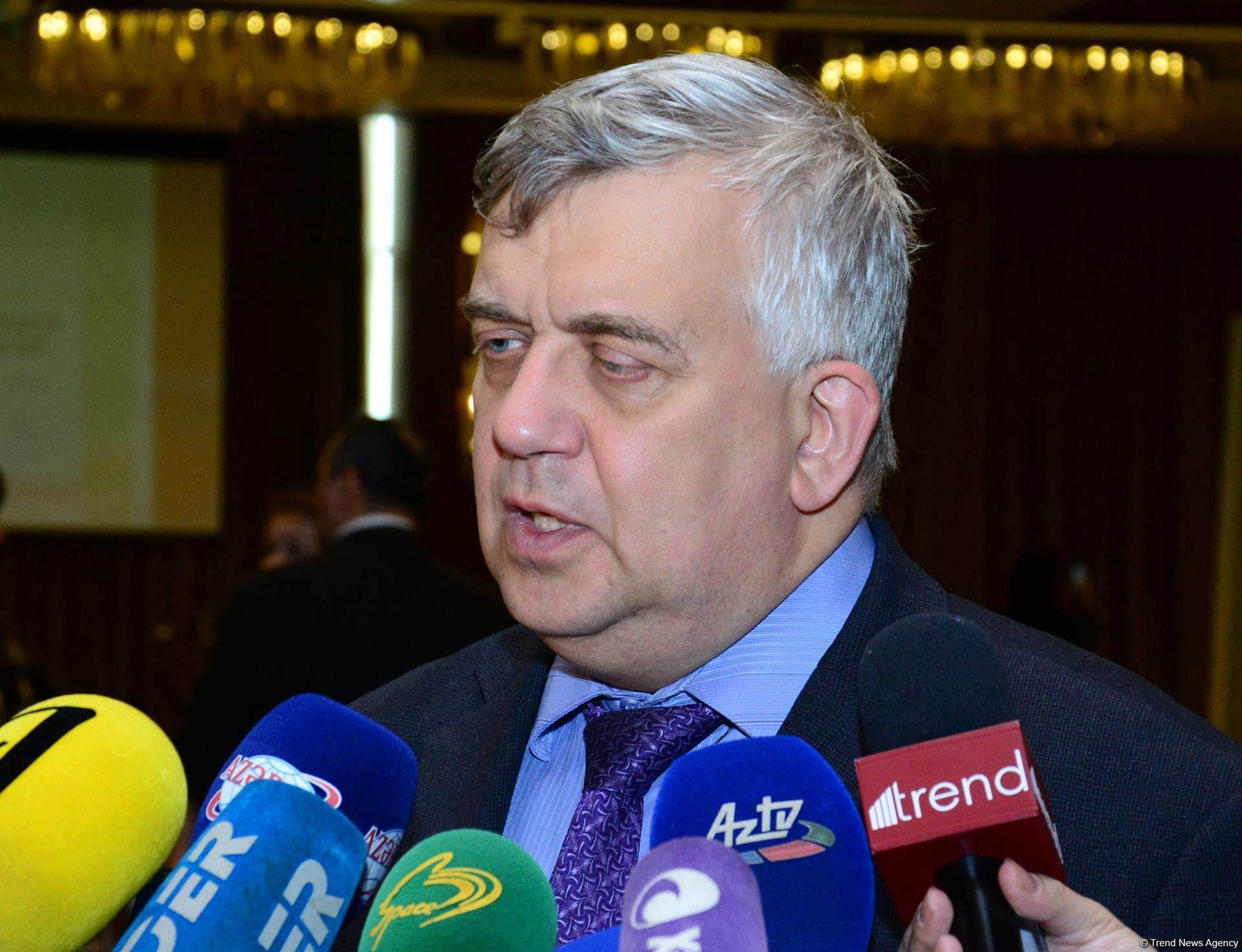 """""""Ermənistan getdikcə daha çox absurd ölkəsinə çevrilir"""""""