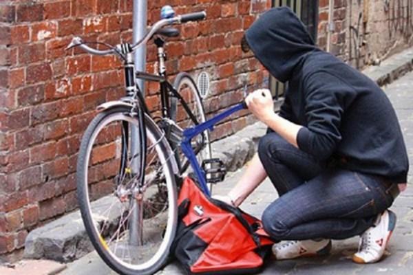 Bakıda fransız diplomatın velosipedi oğurlandı