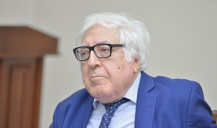 82 yaşlı Anar Rzayev yenidən Yazıçılar Birliyi sədrliyinə namizədliyini verəcək