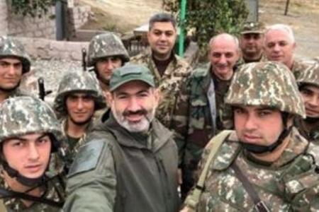 """Paşinyan erməni əsgərlərinin intiharının səbəbini """"tapdı"""""""