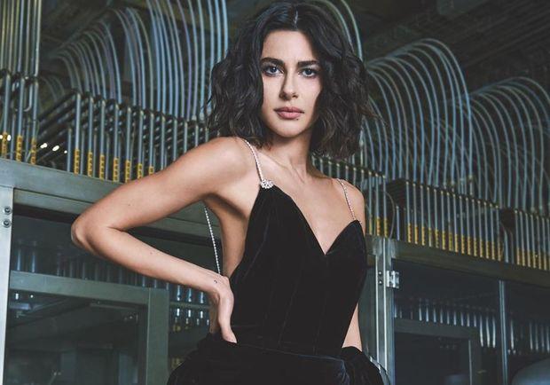 Azərbaycanlı aktrisa Florensiyada küçəyə alt geyimində çıxdı –