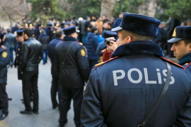 Azərbaycanda polisi bıçaqladılar –