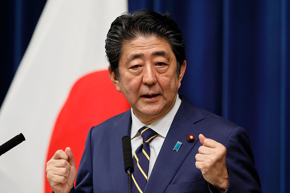 Yaponiyanın Baş naziri qumarbaz prokurora görə istefa verməkdən imtina etdi