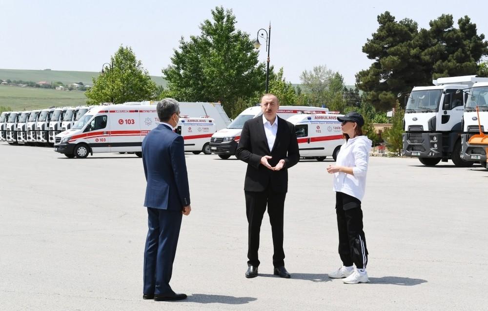 Prezident Şamaxıya ayrılan nəqliyyat vasitələri və xüsusi texnikalar ilə tanış olub