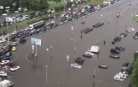 Rusiyanın paytaxtı su altında qaldı