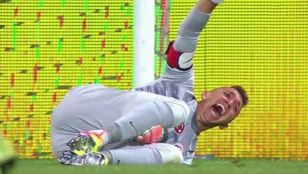 Tanınmış futbolçu faciə ilə üzləşdi: Ayağını sındırdı –